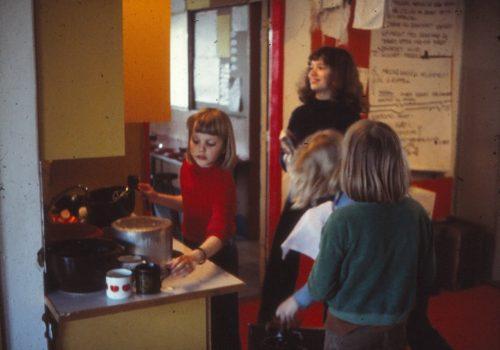 70'er billed opvask i gruppe-køkkenet
